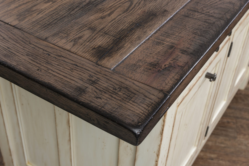 2731_Rough Sawn Top w- Bread Board Ends_Detail